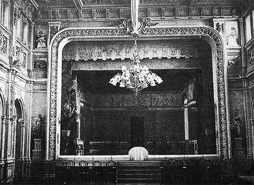 Сцена заводской аудитории (сейчас музей истории ДМК) в начале XX века