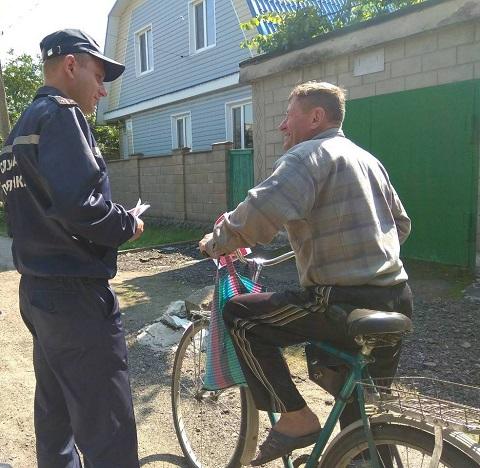 Каменские спасатели изучают с населением правила безопасной жизнедеятельности Днепродзержинск