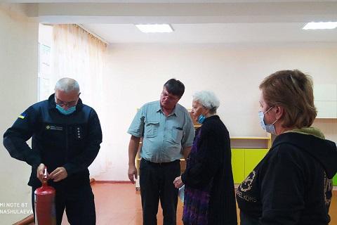 Спасатели г. Каменское инструктировали членов избирательных комиссий Днепродзержинск