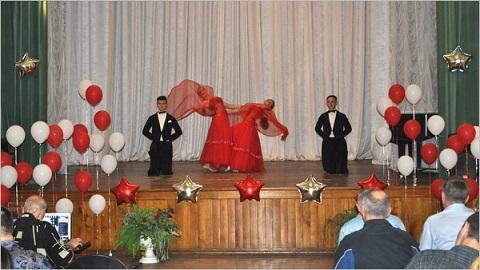 Молодежь «ДМК» г. Каменское поздравили с праздником Днепродзержинск