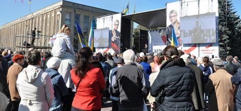 На главной площади г. Каменское выступали народный депутат и народный артист Украины Днепродзержинск