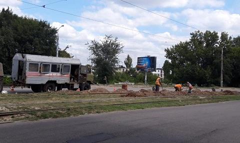 В Каменском выполнили замену рельсов трамвайного пути Днепродзержинск