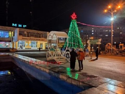 Для жителей Днепровского района г. Каменское установили елку Днепродзержинск