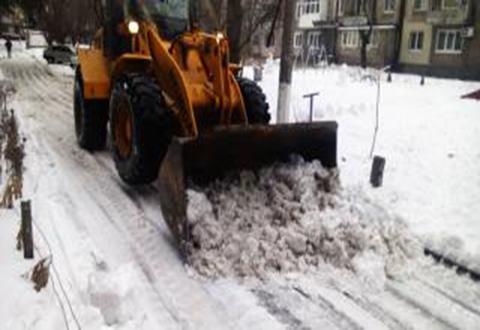 В Каменском работы по расчистке снега продолжаются Днепродзержинск