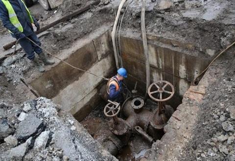 На Левобережье Каменского провели замену магистральной задвижки Днепродзержинск