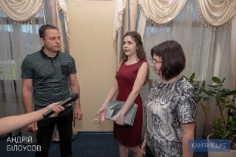 Мэр г. Каменское поздравил Ирину Яровую с результатом тестирования на ВНО Днепродзержинск