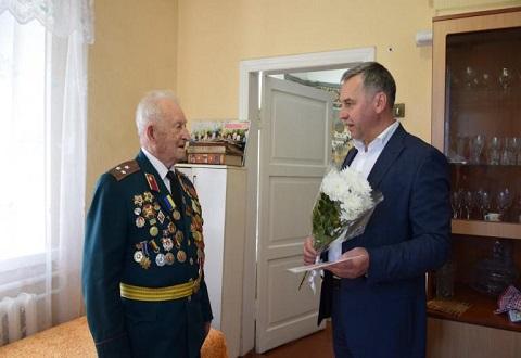 Руководители г. Каменское поздравили ветеранов Днепродзержинск
