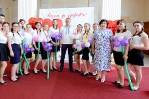 Мэр г. Каменское поздравил медработников с профессиональным праздником Днепродзержинск