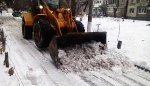 Снегоочистительную технику вывели на дороги Каменского Днепродзержинск