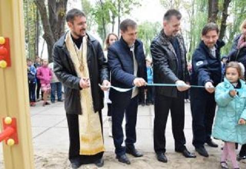 Спортивно-развлекательную площадку открыли для детей на микрорайоне Черемушки в Каменском Днепродзержинск