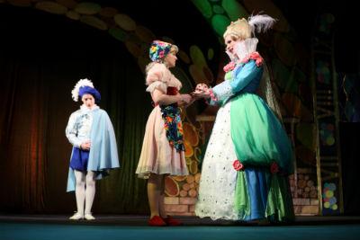Новогодняя сказка от каменского театра покорила сердца зрителей Днепродзержинск