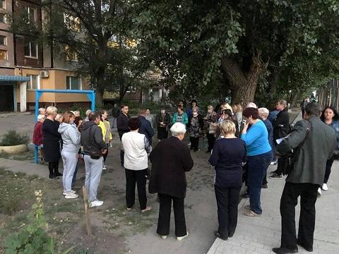 Еще одна входная группа жилого дома в Каменском преобразилась Днепродзержинск