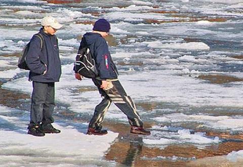Спасатели предупредили жителей Каменского: тонкий лед водоемов опасен Днепродзержинск