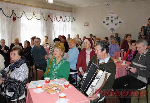 На Днепрострое в г. Каменское пенсионеры провели Новогодний праздник Днепродзержинск