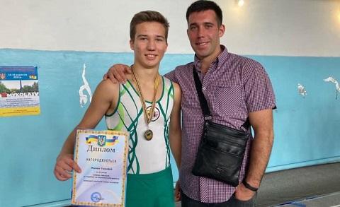 На акробатической дорожке спортсмен из г. Каменское стал серебряным призёром кубка страны Днепродзержинск