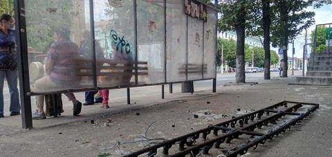 В центре Каменского с дома упала металлическая конструкция Днепродзержинск