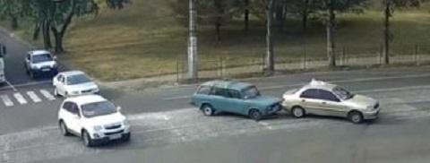 В г. Каменское «ВАЗ» ускорил движение такси Днепродзержинск