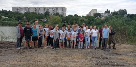 В Южном районе г. Каменское активисты провели субботник Днепродзержинск