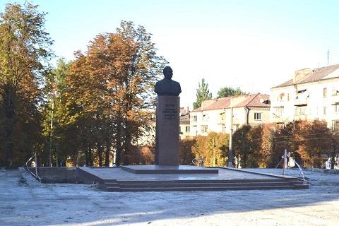 В Каменском бюст Брежнева установят в зоне отдыха Днепродзержинск