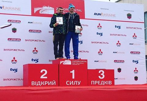 Каменчанин победил на полумарафонской дистанции в Запорожье Днепродзержинск