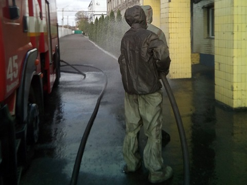Сотрудники ГПСЧ № 45 и ГПСЧ № 22 г. Каменское провели дезинфекцию на предприятиях  Днепродзержинск