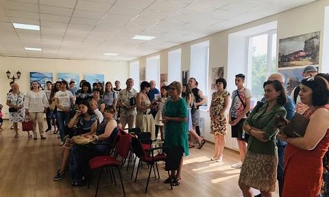В Каменском открылась персональная выставка художника Ивана Харитонова Днепродзержинск