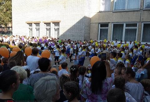 В первый день учебного года в Каменском прошли торжественные мероприятия Днепродзержинск