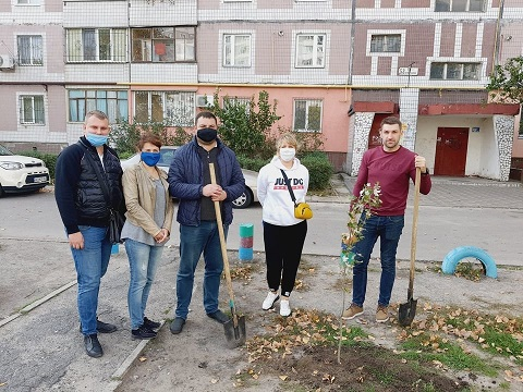 Сотрудники ГЭС г. Каменское высадили деревья  Днепродзержинск