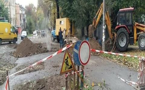 В Каменском аварийные бригады искали прорыв трубы  Днепродзержинск