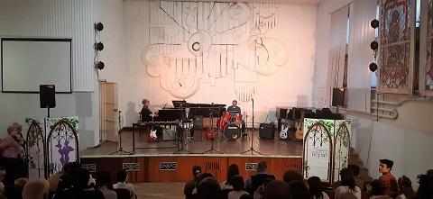 Коллектив ДМШ № 1 г. Каменское провел праздничные концерты Днепродзержинск