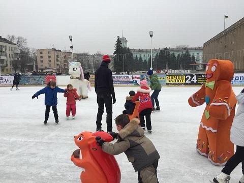 «Ледовая арена» г. Каменское принимала детей из многодетных семей Днепродзержинск