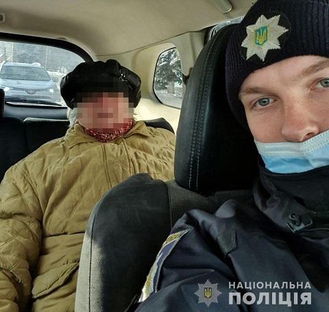Полицейские г. Каменское помогли добраться домой двум пенсионеркам  Днепродзержинск