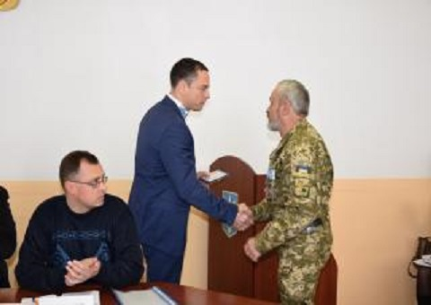 Городской голова Каменского вручил награды Днепродзержинск