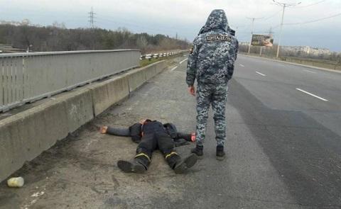 На мосту в г. Каменское задержали дебошира  Днепродзержинск
