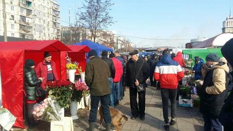 Каменчанок поздравляют с весенним праздником Днепродзержинск