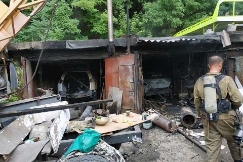В Каменском огонь уничтожил автомобили и гаражи Днепродзержинск