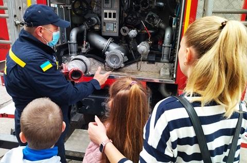 Специалисты ГСЧС г. Каменское проводят экскурсии для школьников Днепродзержинск