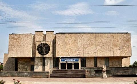 В Каменском открыли художественную выставку Днепродзержинск