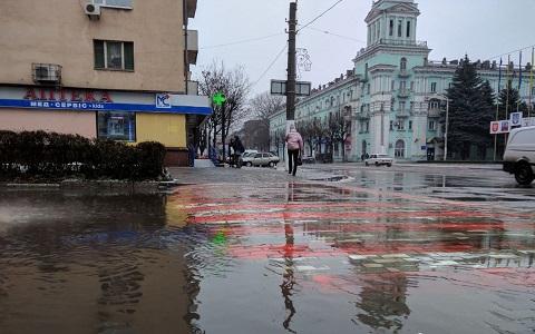 В Каменском подтопило часть улицы Медицинской Днепродзержинск
