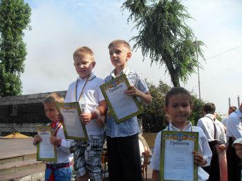 400 Днепродзержинских первоклассников получили рюкзаки Днепродзержинск