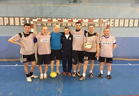 Финал состязаний по мини-футболу в Каменском завершился победой команды «Южкокс» Днепродзержинск