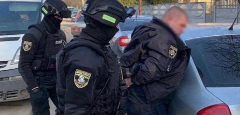 В Каменском задержали полицейского за вымогательство денег  у бизнесменов Днепродзержинск