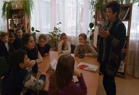 В библиотеке Каменского провели урок-путешествие  в страну языкознания  Днепродзержинск