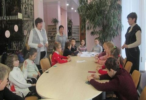 Центральная библиотека Каменского организовала работу новогодней мастерской Днепродзержинск
