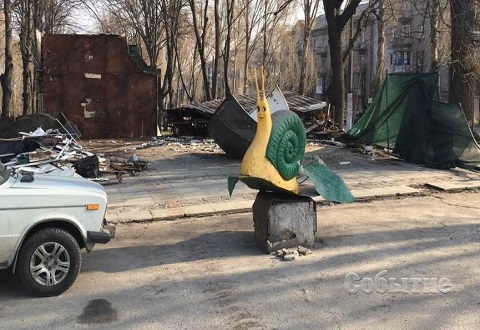 В Каменском демонтировали 2 киоска Днепродзержинск