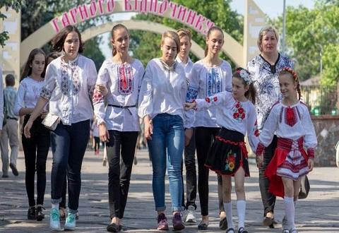Город Каменское праздновал День вышиванки Днепродзержинск