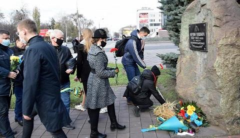Представители громады г. Каменское почтили память жертв Голодомора Днепродзержинск