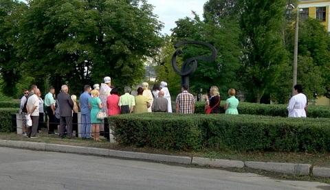 Каменчане возложили цветы к памятному знаку погибшим в трамвайной аварии Днепродзержинск