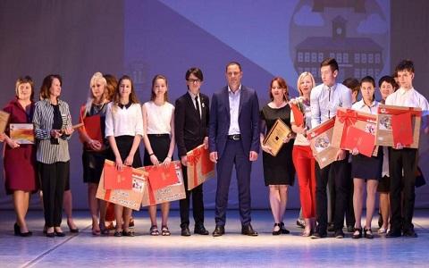В Каменском чествовали призеров ученических предметных олимпиад Днепродзержинск