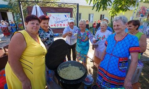 Мэр Каменского побывал на празднике в Карнауховке Днепродзержинск